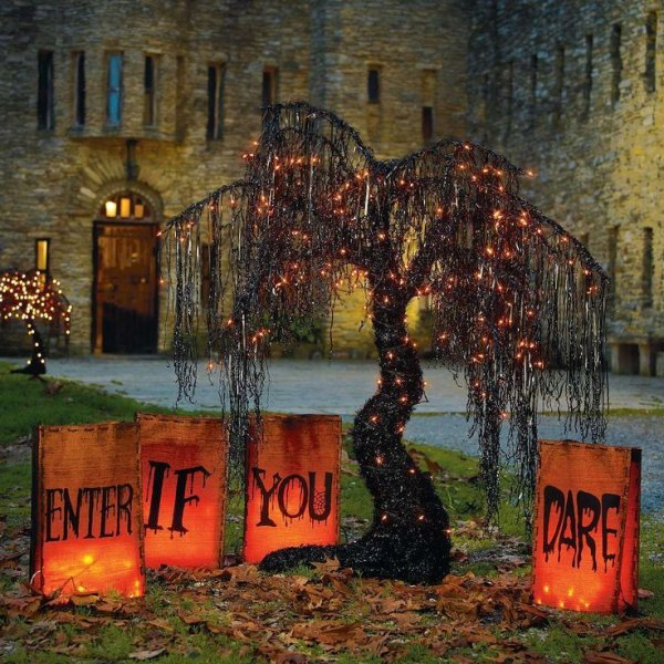 Nightmarish DIY Theme for Halloween Decoration.