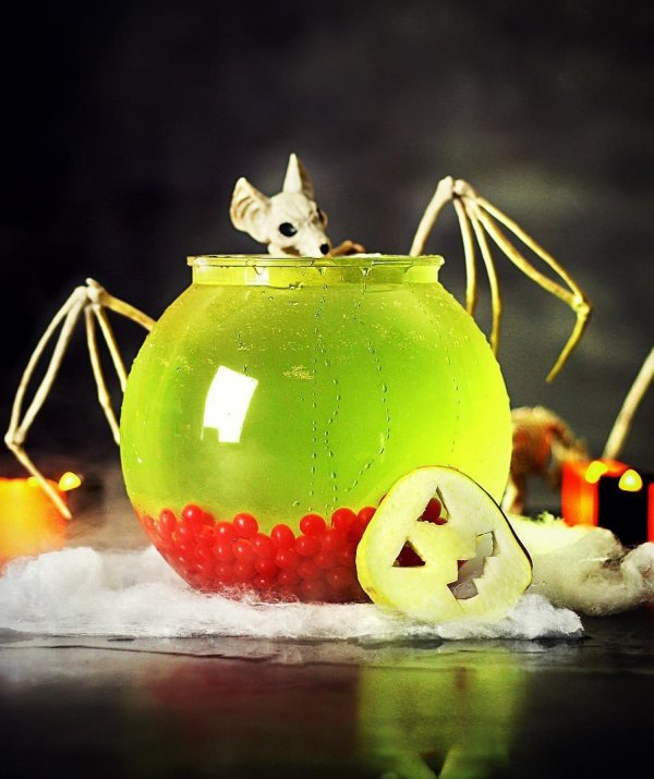 Poisonous apple punch. Pic by drinkstuff