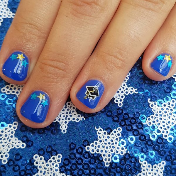 Royal blue gel nails for graduation party. Pic by surelytruong