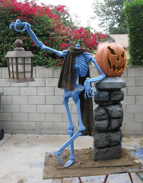 Striking Skeleton Backyard Decor For Halloween.