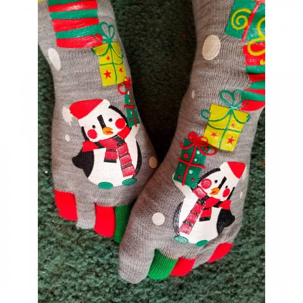 Wonderful penguin Christmas toesocks. Pic by tristalove08