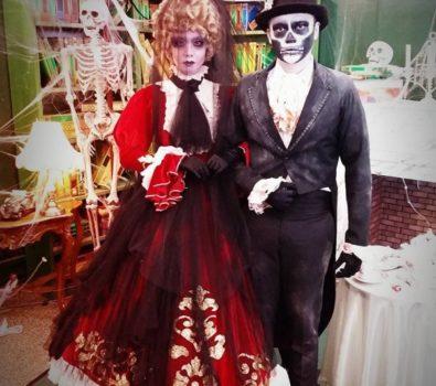 Skeleton makeup Halloween busker costume for couple. Pic by costumerentalnimage
