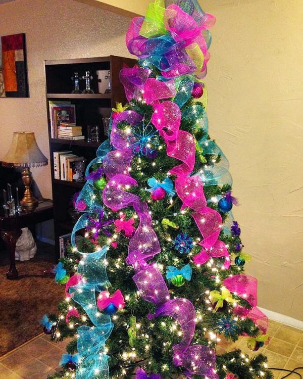 Adorable colorful ribbons and ornaments on Christmas tree. Pic by lovele_decor