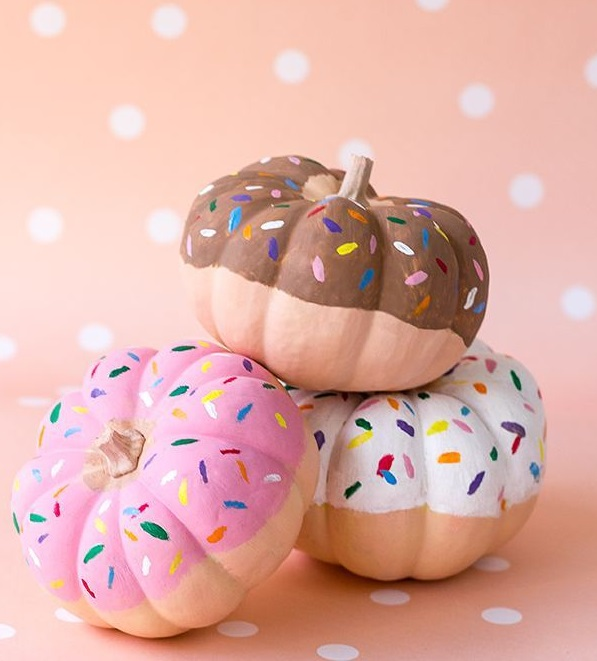 Amazing donut pumpkin idea. Pic by superstudioes
