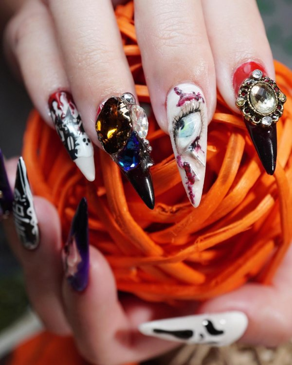 Awesome nail art for Halloween. Pic by albeeyehyeh