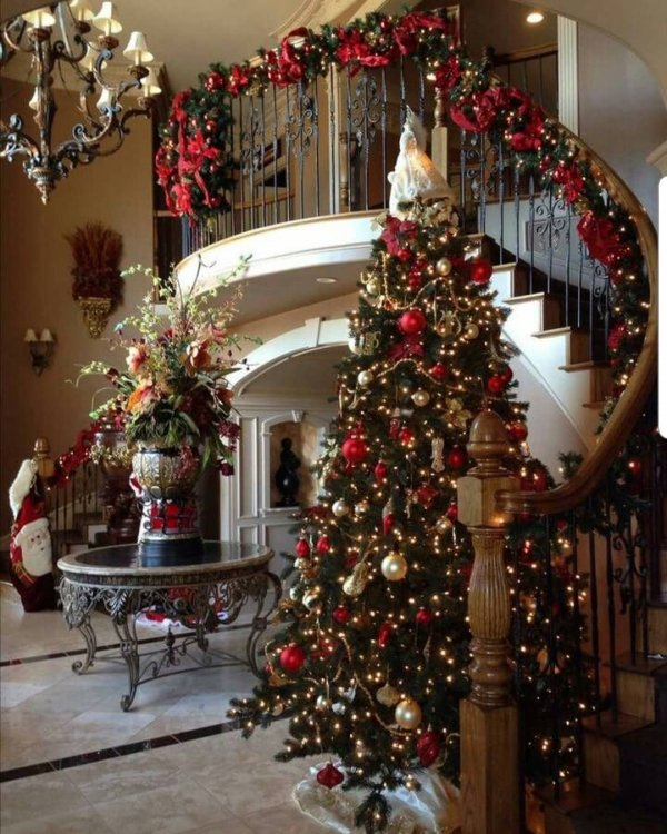 awesome red and golden christmas tree decor pic by lacasitadenavidad source