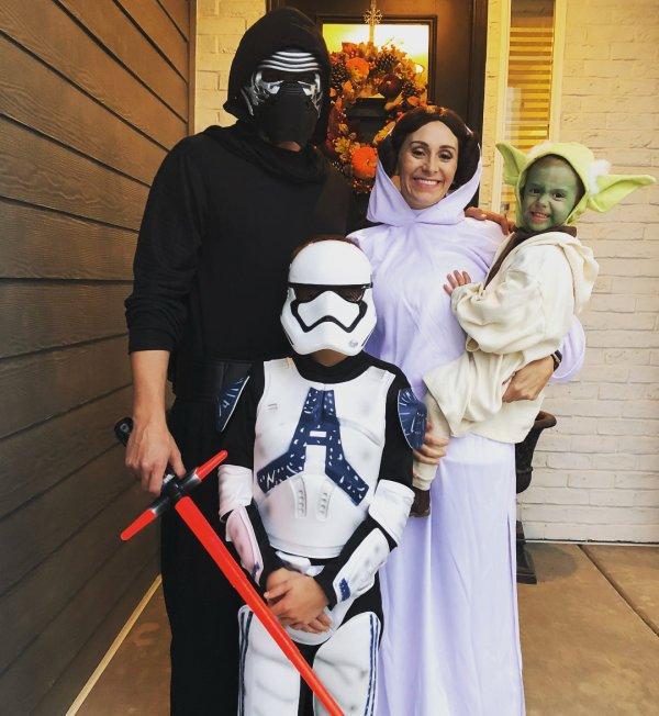 Awesome star war costume idea for family.