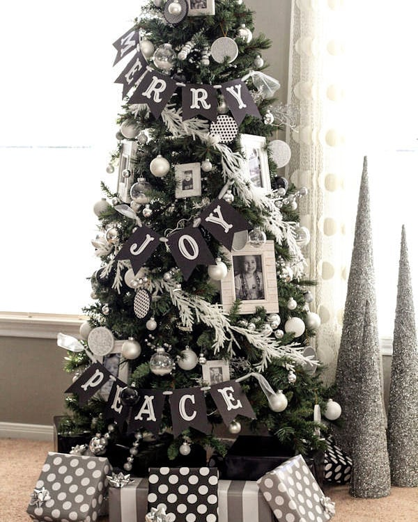 Banner and white ornament decor idea. Pic by lovele_decor