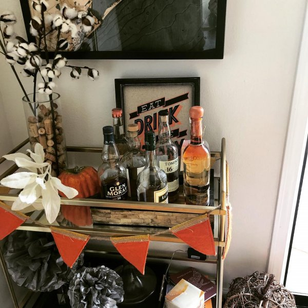 Bar cart idea for Halloween party. Pic by happyhooplas