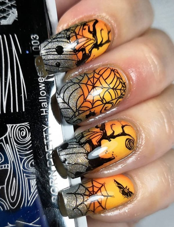 Beautiful design of Halloween nails. Pic by suskumm