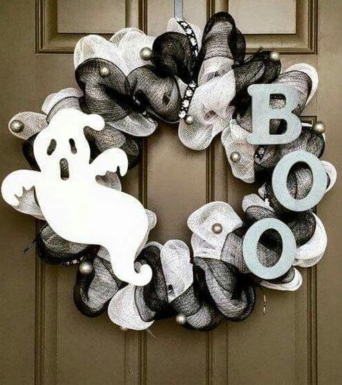 Black and white BOO wreath.