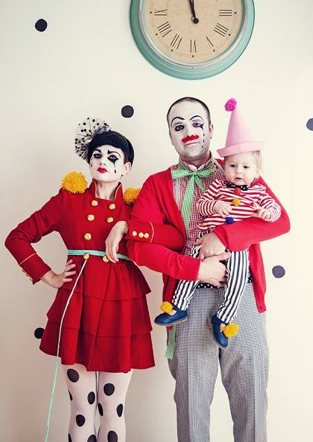 Check out this Joker family costumes for Halloween.
