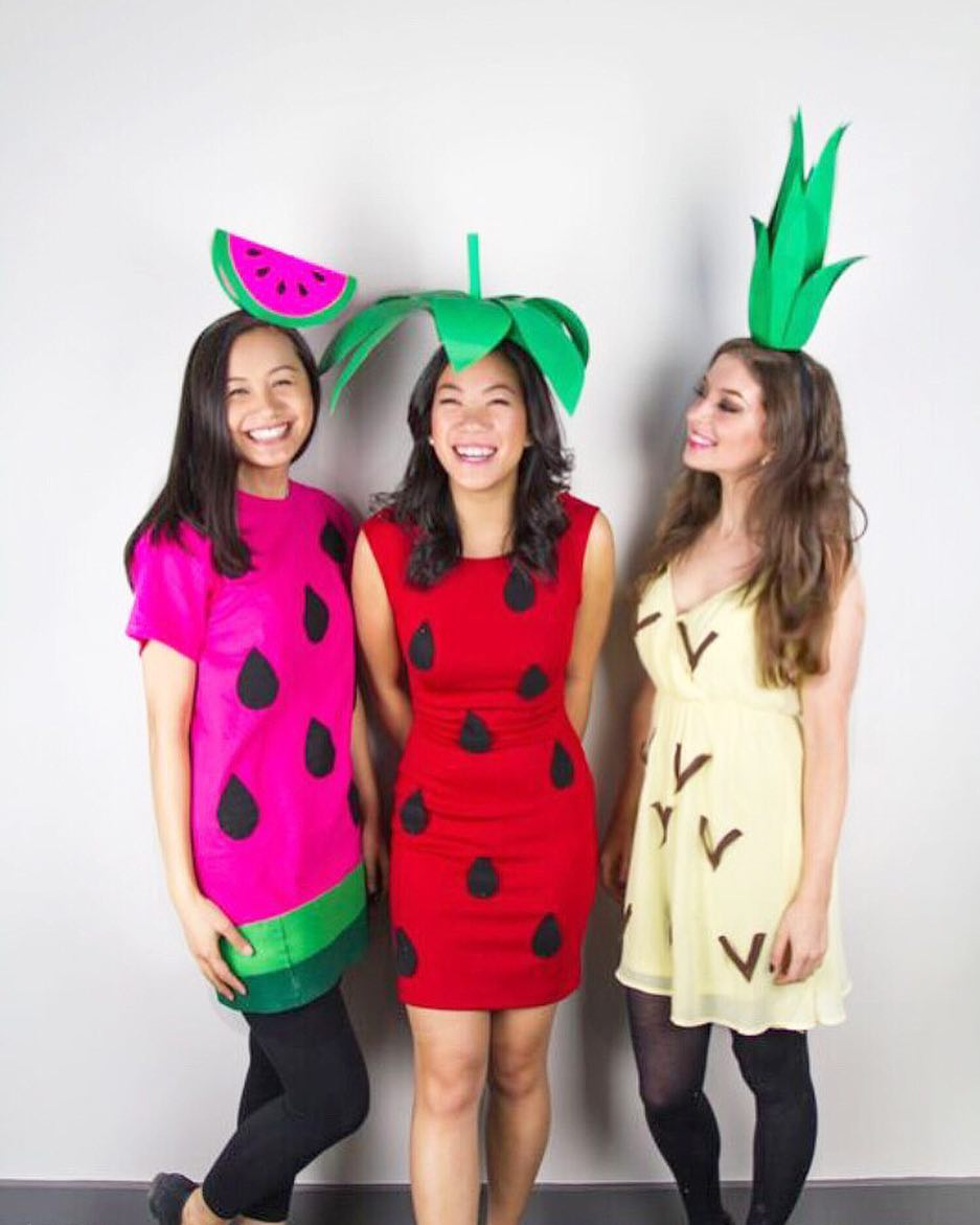 Chic DIY pineapple group costume. Pic by janellesaccucci