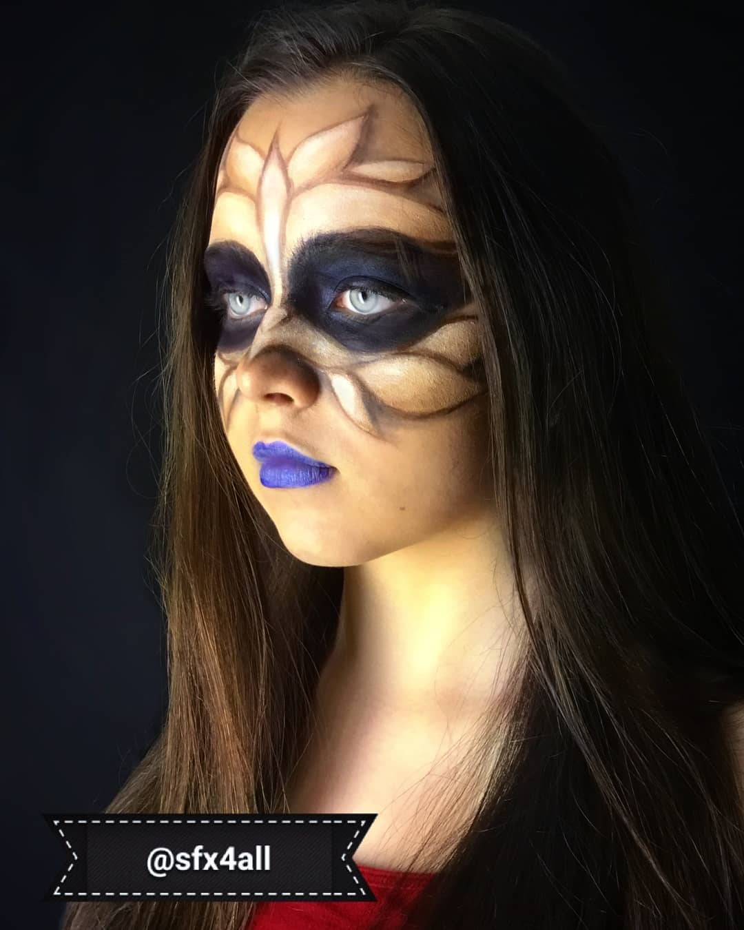 Chic bird's feather makeup idea.