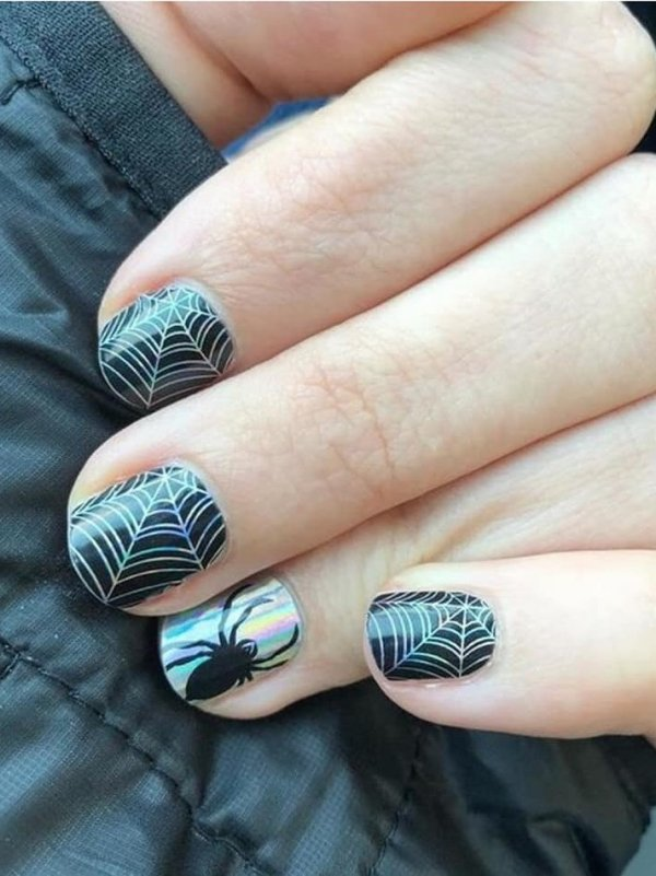 Chic spider web nails. Pic by josjamberry