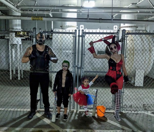 Cool happy halloween family costumes.