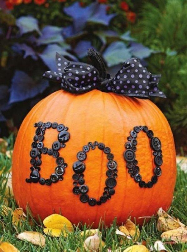 Creative way to decorate pumpkin for Halloween.