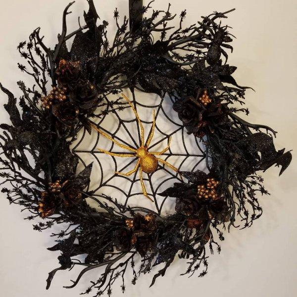 Creepy black spider wreath with golden spider.
