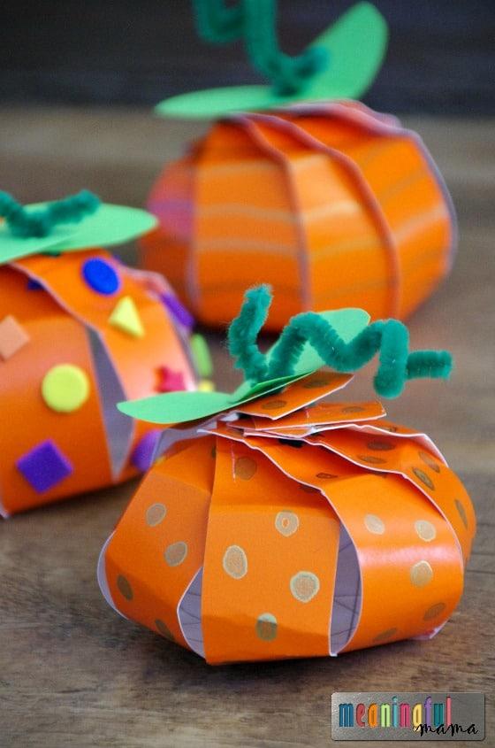 Cute paper plate pumpkin craft.