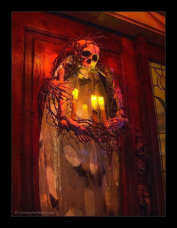 DIY Glow In The Dark Halloween Wreath.