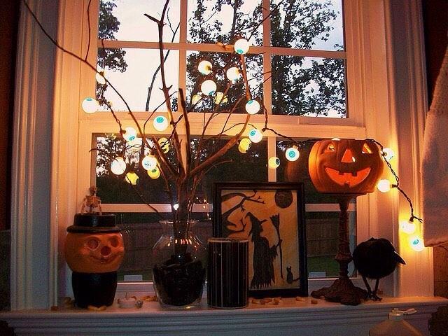 Easy Halloween window decoration.