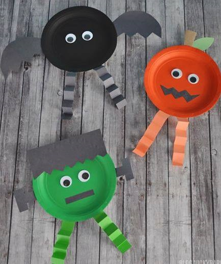 Easy paper plate craft for Halloween.