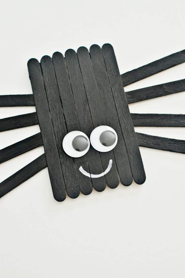 Easy popsicle stick spider craft.