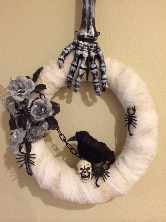 Exclusive DIY Halloween wreath.