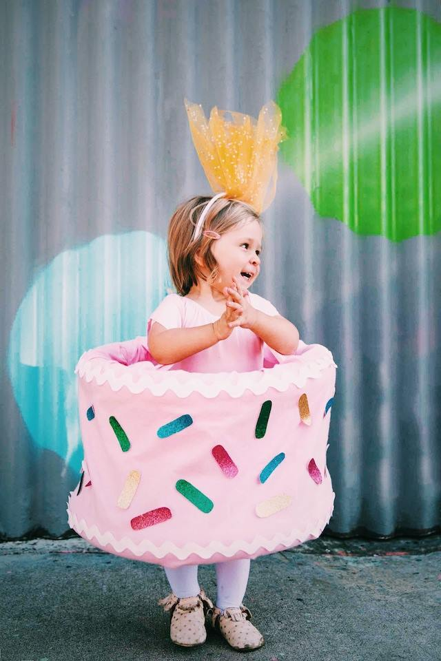Exclusive DIY cake costume.