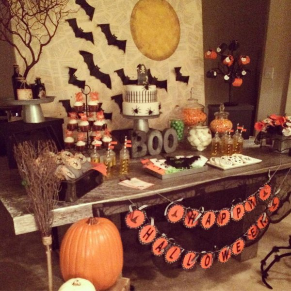 Eye-catching Halloween party decoration idea. Pic by ideasespectaculares
