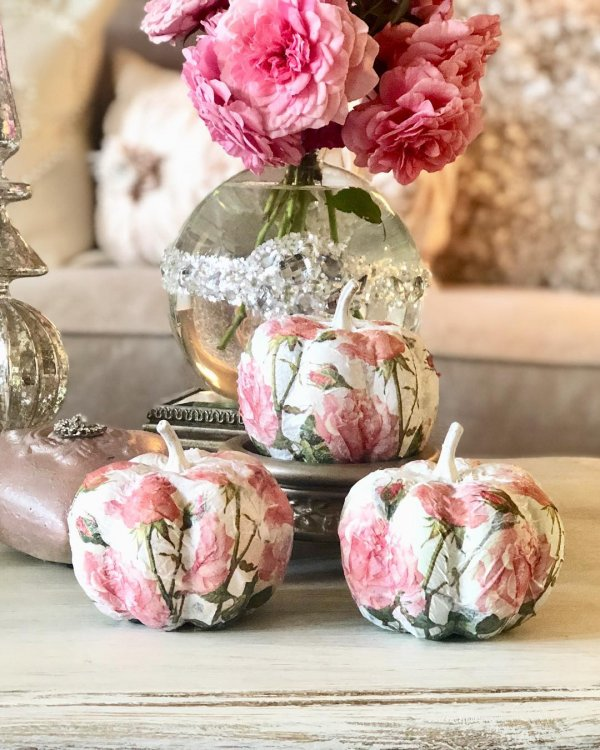 Floral print white pumpkins. Pic by earthlyeden