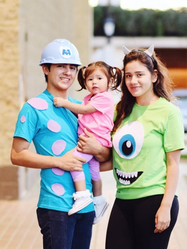 Gorgeous One Eyed Monster Man Family Costume Idea. Pic by andeedom