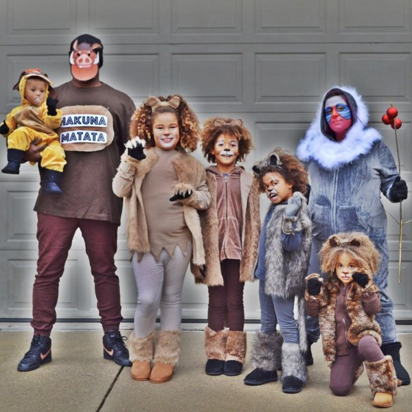 Gorgeous the lion king family costumes.