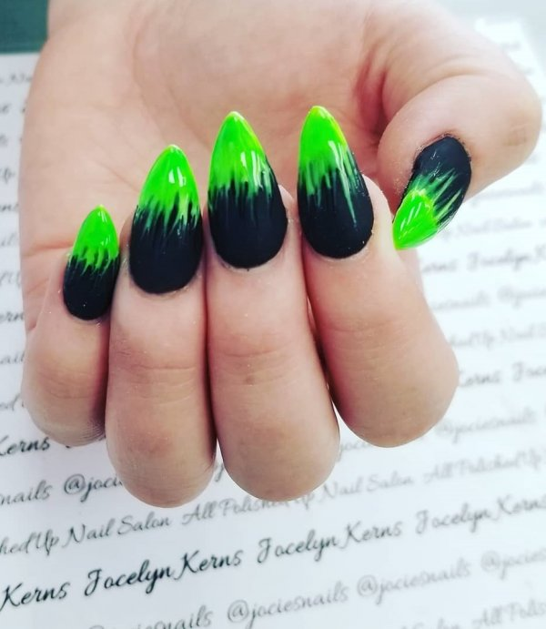 Green and black ombre stiletto nails. Pic by jacqueline_ellice