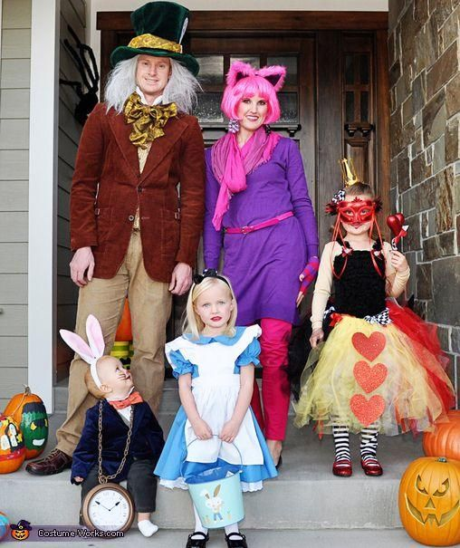 Impressive Alice in Wonderland Family Costumes for Halloween.