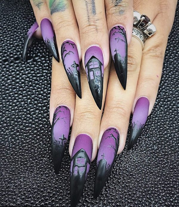 Interesting purple and black Halloween nails. Pic by demiloon