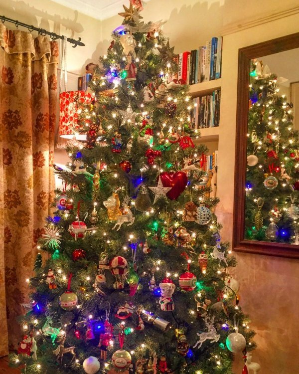 marvelous colorful christmas tree decor idea pic by taitly source