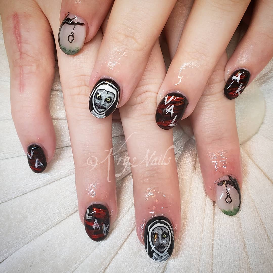 Movie theme nails. Pic by krysnails