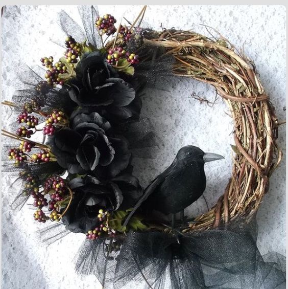 Raven DIY wreath for Halloween.