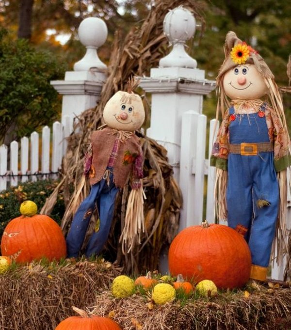 Simple and inexpensive Halloween outdoor decoration.