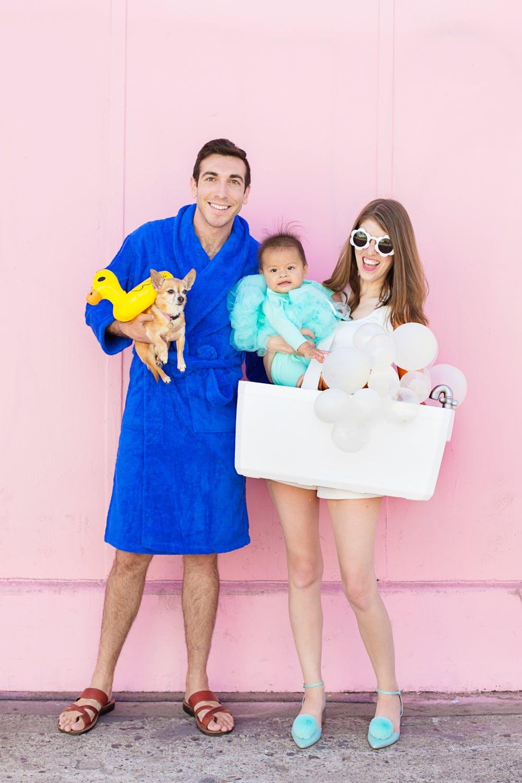Simple bath time family costume idea.