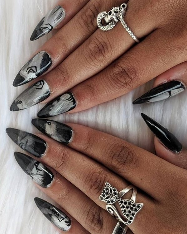 Smoky and witchy nails. Pic by cutenailstudi