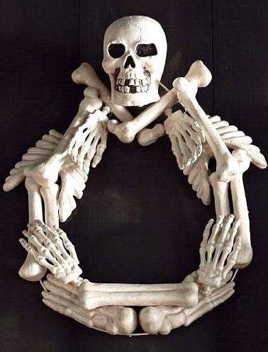 Specular skeleton wreath idea.