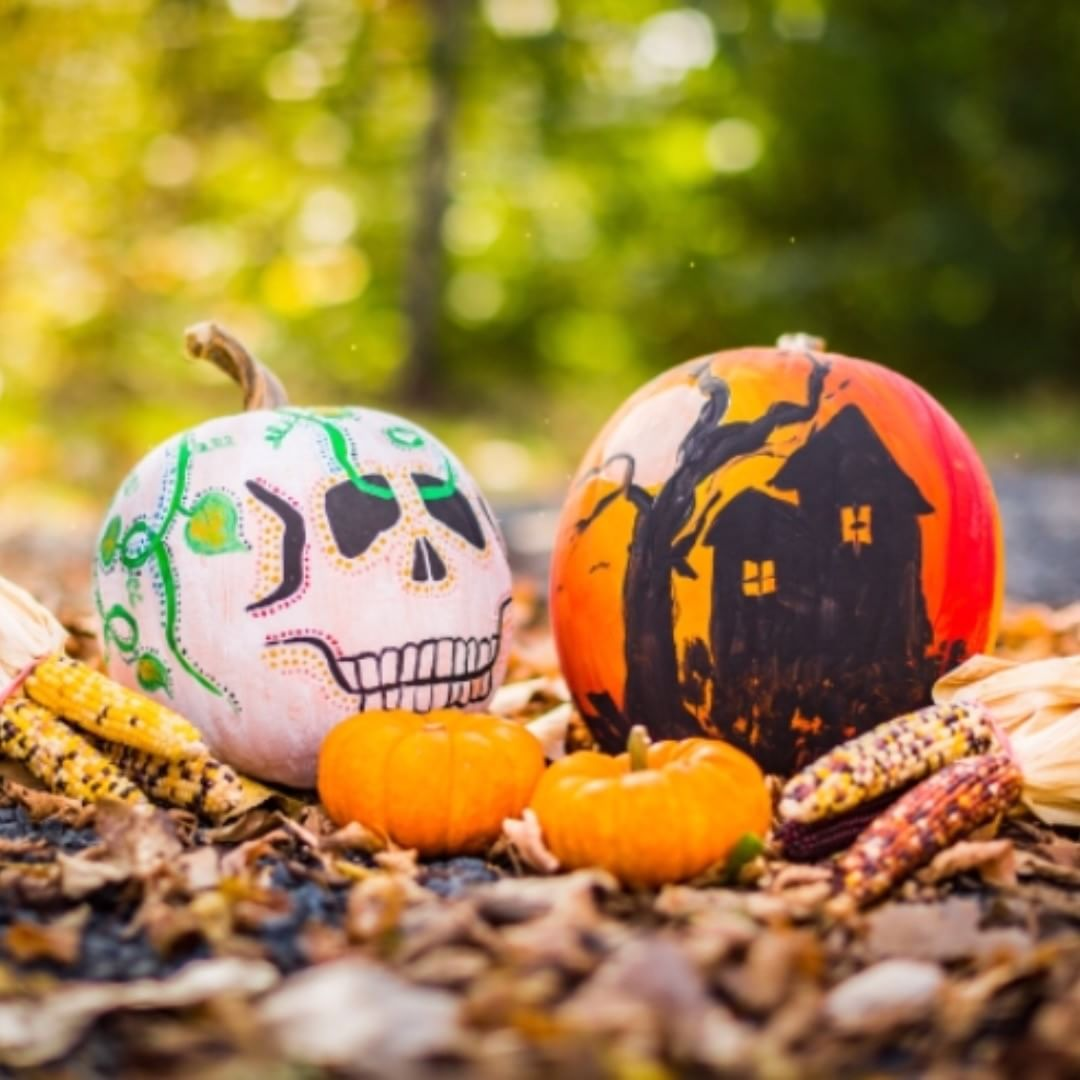 Spooky crafty pumpkin decor for Halloween. Pic by holiday.hook