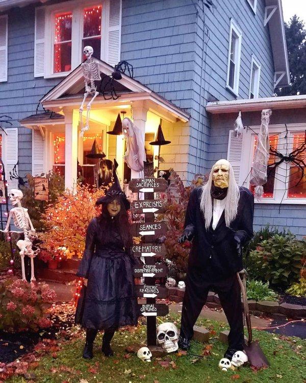 Spooky halloween yard decoration.
