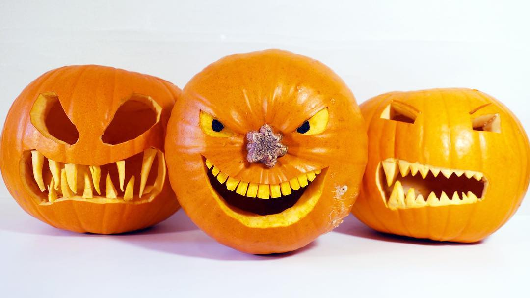 Stunning pumpkin carving for this Halloween.