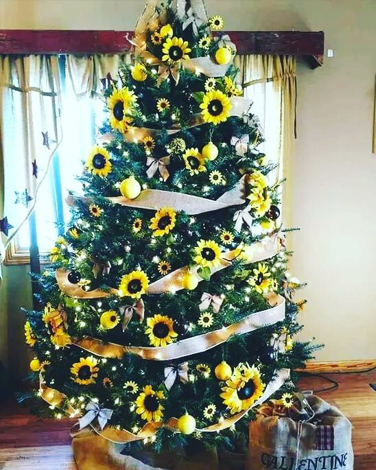 Sunflower Christmas tree decor idea. Pic by m_kristena