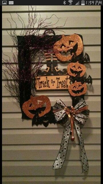 Trick or treat DIY Halloween wreath.