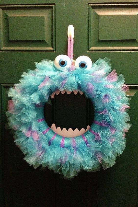 Tulle wreath with google eyes and teeth.