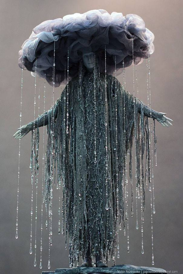 Unique rain costume for Halloween. Pic by DIY Halloween